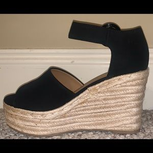 Black wedges with wicker bottom